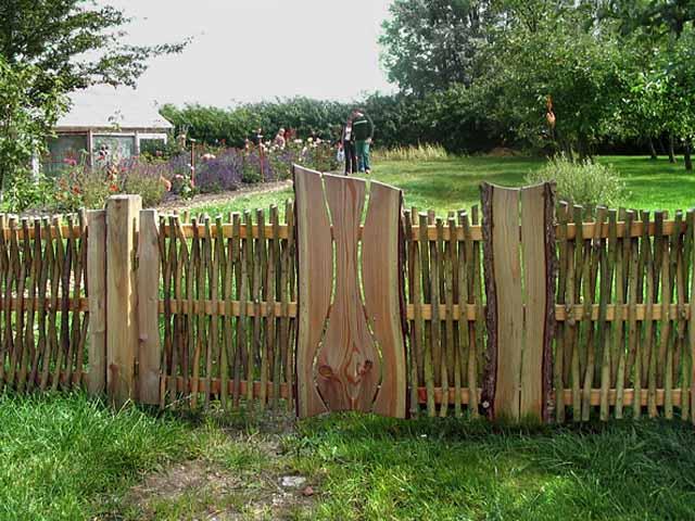Как можно сделать забор у дома 528
