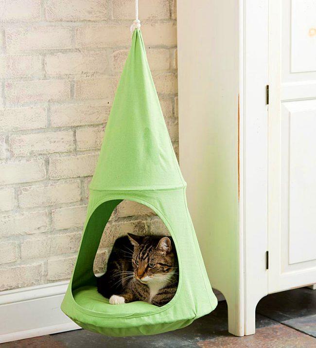 Подвесной домик способствует полному релаксу кошек