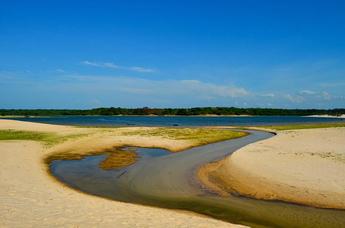 Приток реки Тапажос, Бразилия.