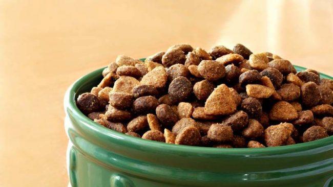 Класс холистик - самые натуральные и качественные сухие корма для собак. Состав подобных кормов прекрасно подобран и сбалансирован. Корм класса холистик содержит высококачественные ингредиенты, которые пригодны для употребления в пищу даже человеком