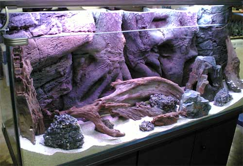 заполнение аквариума задним фоном и декорациями